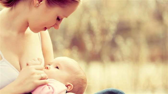 Tây nuôi con bằng sữa mẹ tốn 17.000USD/ Năm